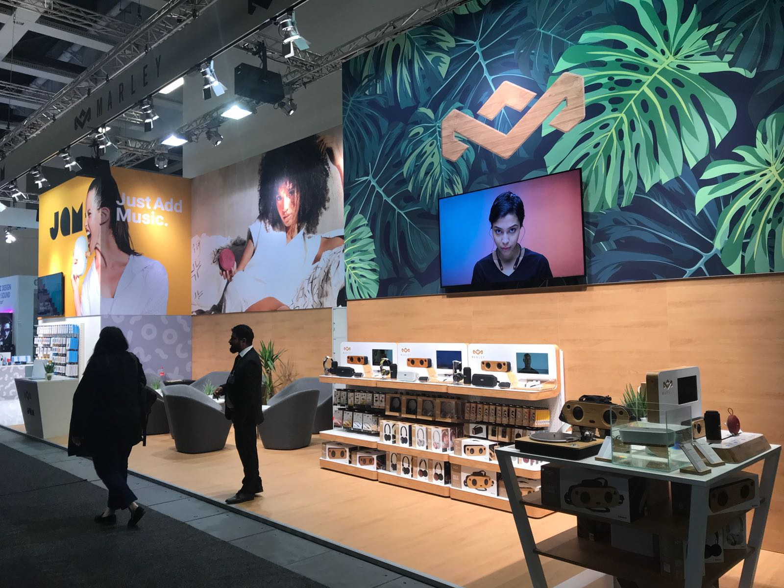 Der Messestand von The House of Marley und JAM