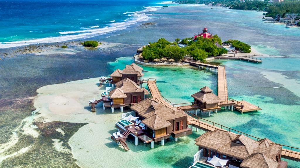 Sandals Resort bietet Ueberwasser-Villen in Karibik an